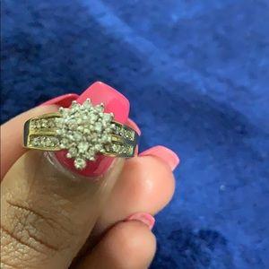 Beautiful 10k cluster diamond ring